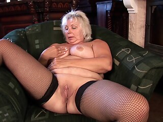 Amateurs Granny watched as she toys snatch big tits mature bbw freeones